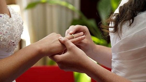 """Unioni civili, due ex suore spose a Pinerolo: """"Dio vuole persone felici"""""""