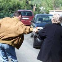 Novara, scippò anziana che cadde e morì: in appello pena ridotta a cinque