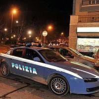 Torino, ruba un'utilitaria del car sharing, poi colpisce gli agenti che