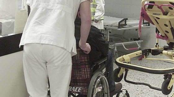 """Arriva l'infermiere """"porta a porta"""": aiuta gli anziani a curarsi meglio"""