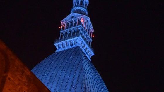 Una Mole azzurra accoglie l'Italia per la supersfida con la Spagna