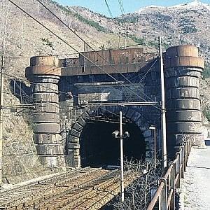 Nel 2020 il tunnel ferroviario del Frejus sarà fuorilegge: mancano uscite di sicurezza e ventilazione
