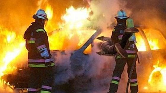 Sette veicoli in fiamme nella notte in corso Racconigi angolo corso Vittorio Emanuele
