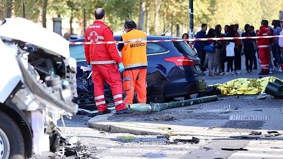 Torino, furgone fuori controllo piomba sul marciapiede: un passante morto e sette feriti