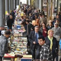 Portici di carta, un mare di libri invade il centro di Torino