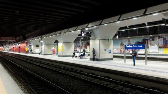 Torino, dramma a Porta Susa: muore schiacciato dal treno