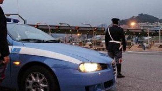 Escono di strada con l'auto sulla Torino-Savona, gravissimi due ventenni