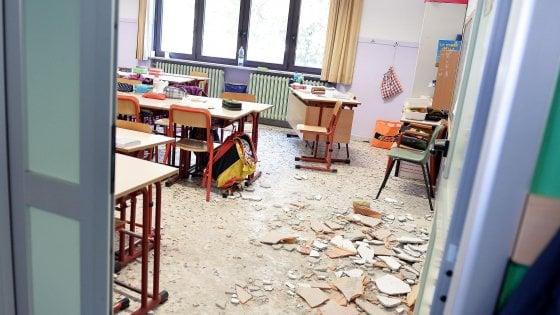 Nichelino, sono due le bambine ferite nel crollo del soffitto a scuola