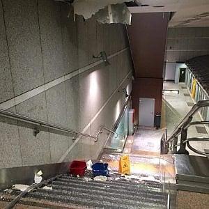Torino, sabato nero del metrò, stazione Massaua: crolla un pezzo dei pannelli del controsoffitto