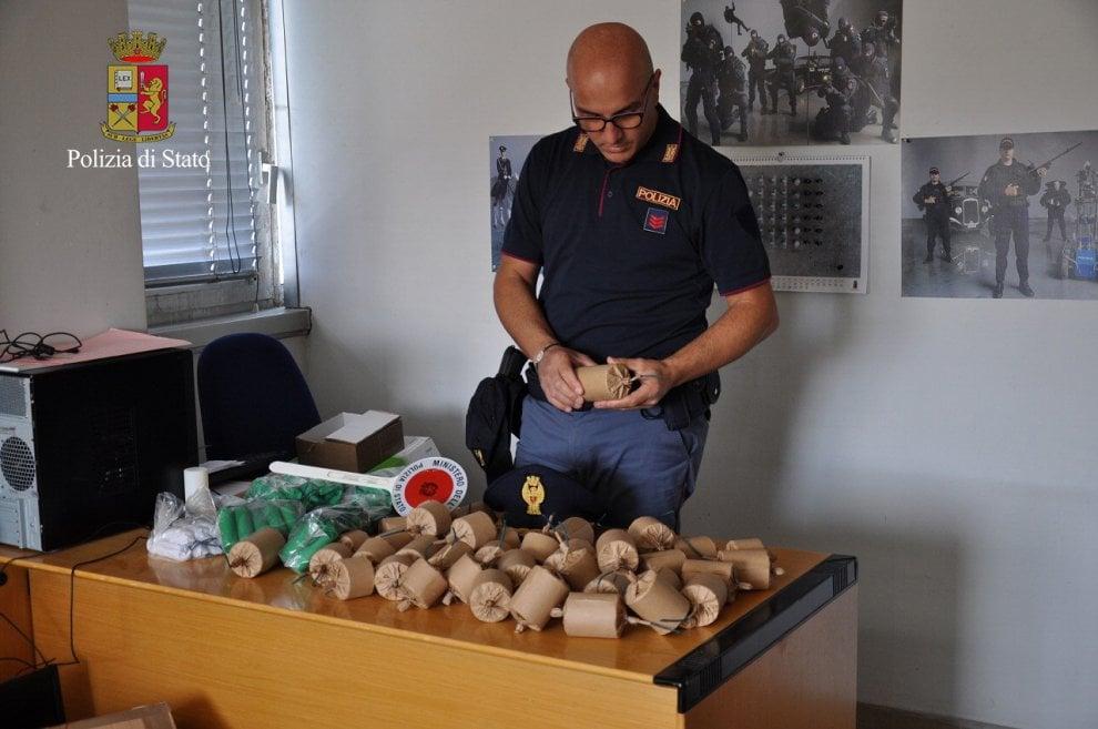 """Razzi e bombe carta, ecco il """"web store"""" per gli ultrà scoperto sul web dalla Digos torinese"""