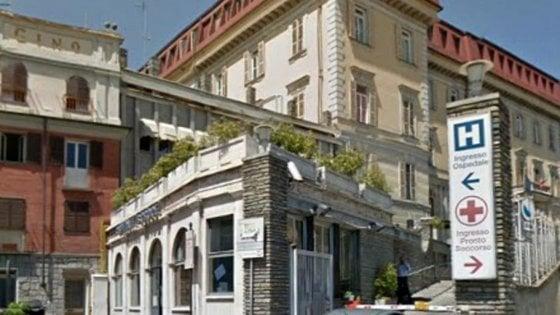 Torino, tredici ore di travaglio prima di decidere il parto cesareo, la neonata muore