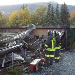 A fuoco villaggio di casette di legno in alta Valsusa