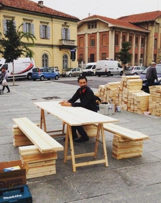 Saluzzo architetti francesi costruiscono sedie tavoli e - Sedie e tavoli torino ...