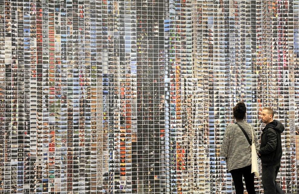 Around Ai Weiwei, a Torino (in mostra) le impronte dei carrarmati a Tienanmen