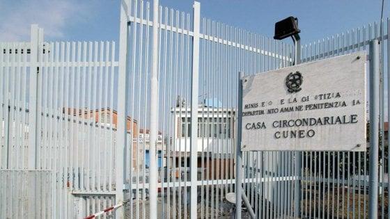 Cuneo, due detenuti sfasciano e allagano le loro celle per protesta