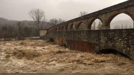 Maltempo Piemonte, il fiume Tanaro oltre il livello di pericolo: incubo alluvione