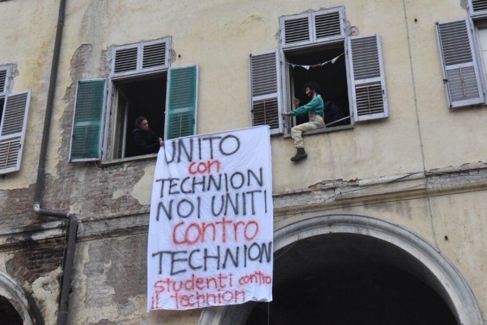 """Ricercatori """"scaduti come lo yogurt"""", a Torino la protesta davanti ..."""