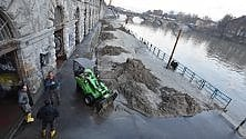Ai Murazzi di Torino trincee di fango a tre giorni dall'alluvione