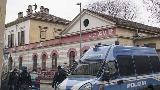 Torino blitz all 39 asilo occupato arrestati quattro for Quattro ristoranti torino