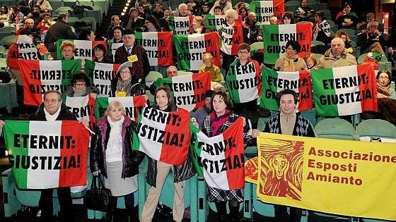 Torino, spezzettato il processo Eternit. Omicidio colposo e non più volontario per l'imprenditore Schmidheiny
