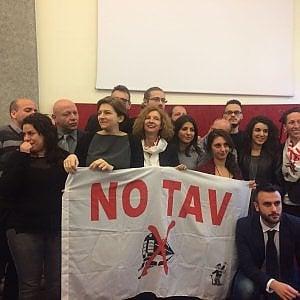 """Torino, lo strappo di  Appendino: """"Il Comune esce dall'Osservatorio Tav"""""""