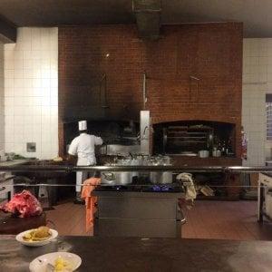 All\'elegante Gatto Nero la grande cucina è per tutte le tasche ...