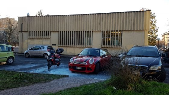 Misterioso attentato a Carmagnola, bruciata l'auto del direttore delle Poste