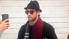 Una sciarpa bicolore così Marchisio si prepara per il derby della Mole