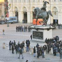 Torino, allo Stadium gli ultrà croati respinti con idranti dalle forze