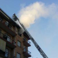 Incendio in un appartamento di Nichelino, tre adolescenti intossicati ma