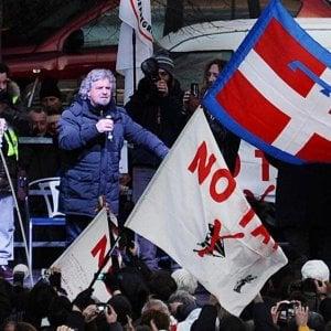 Flash mob contro la Tav a Susa con il Movimento cinque stelle, ma pesa l'assenza di Grillo