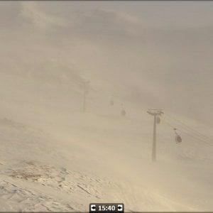Funivia bloccata a Cervinia per il forte vento: in salvo i 153 sciatori intrappolati per sette ore