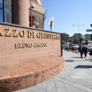 Torino, ricattava la moglie per costringerla ad accettare una sua relazione extraconiugale