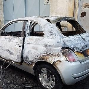 Torino, raffica di auto bruciate: forse è opera di un piromane