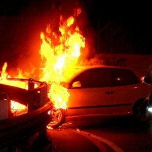 Torino, incubo piromane, altre due auto bruciate nella notte.
