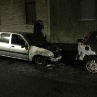 Torino, torna l'incubo piromani: due auto bruciate a Borgo Vittoria