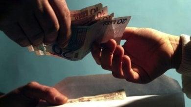 Chiede l'elemosina davanti alla chiesa  e porta via 60mila euro a un pensionato