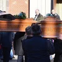 A Torino i funerali della coppia uccisa a Ferrara. Il parroco:
