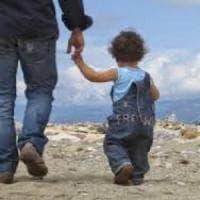 Torino, tre bambini contesi tra due padri e la madre