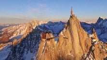 Monte Bianco,  l'incanto del tramonto  ripreso dal drone