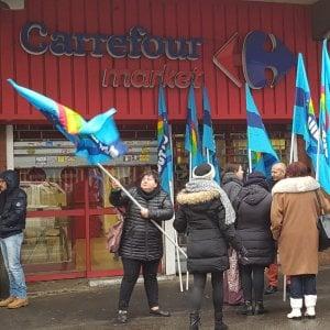 Torino sciopero al carrefour dopo l 39 annuncio di chiusure for Costo seminterrato di sciopero