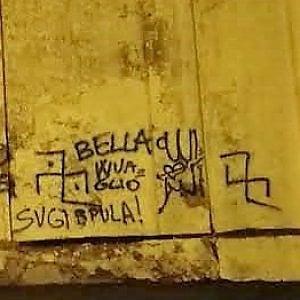 Pinerolo, bestemmie sul muro della chiesa, poi i vandali chiedono scusa