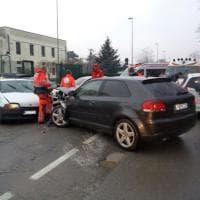 Orbassano, incidente con 4 feriti paralizza il traffico davanti all'ospedale