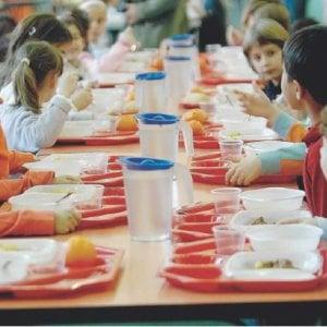 Torino: niente acqua in mensa ai bambini che portano il panino da casa