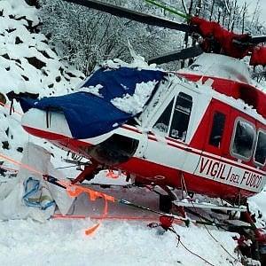 Torino, atterraggio d'emergenza per il volo d'addestramento dell'elicottero dei vigili del fuoco