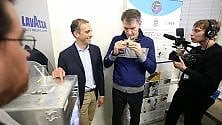 "Torino, un caffè in orbita: l'astronauta Nespoli prova la ""moka spaziale """