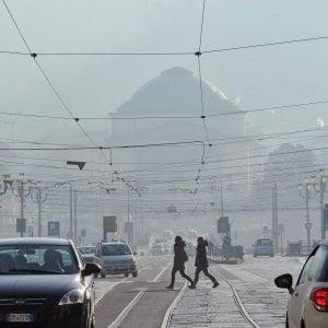 Smog, semaforo giallo: oggi , domani e domenica  a Torino non circolano gli Euro 3 diesel