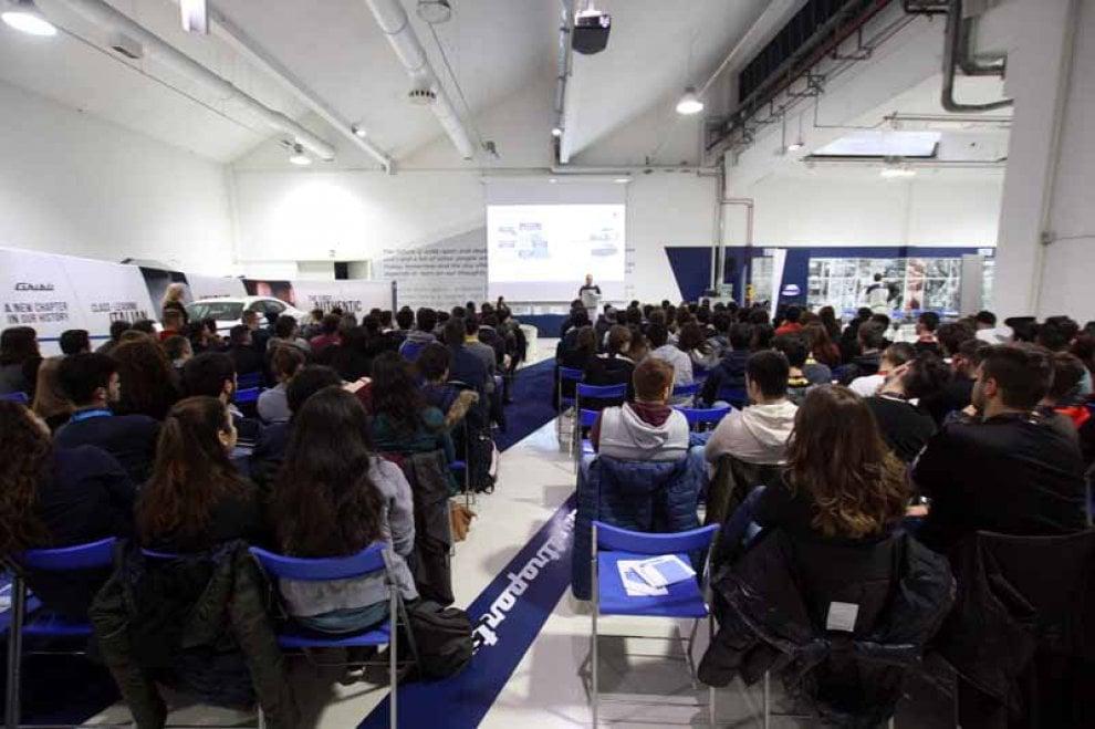 Torino, 200 studenti scoprono i segreti dello stabilimento della Maserati