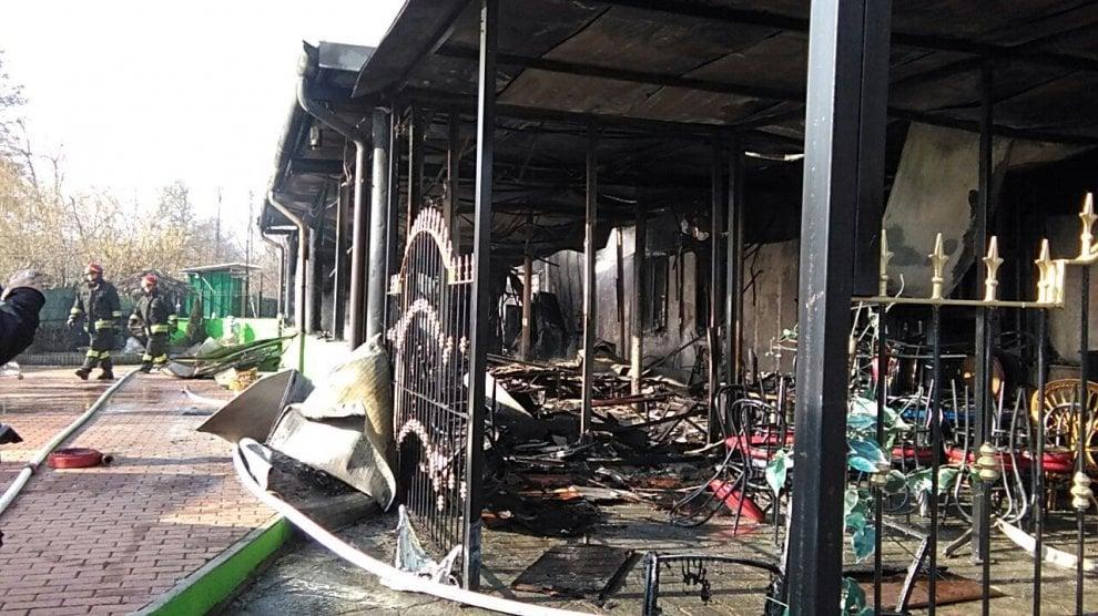 Caselle: il conto è troppo caro, due clienti si vendicano bruciando il club privé