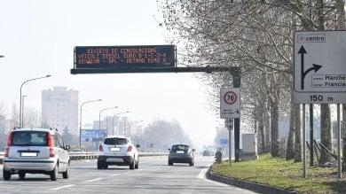 Smog, blocco auto Euro diesel 4 anche domani. Resta alto l'inquinamento